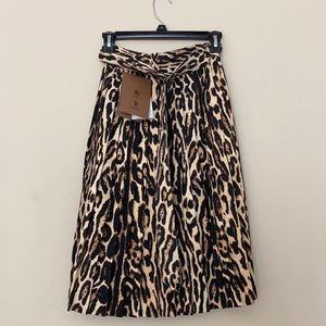 NWT Burberry Slim Leopard Skirt With Pleated Overs